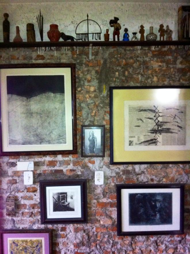 parede porta fotos e gravuras